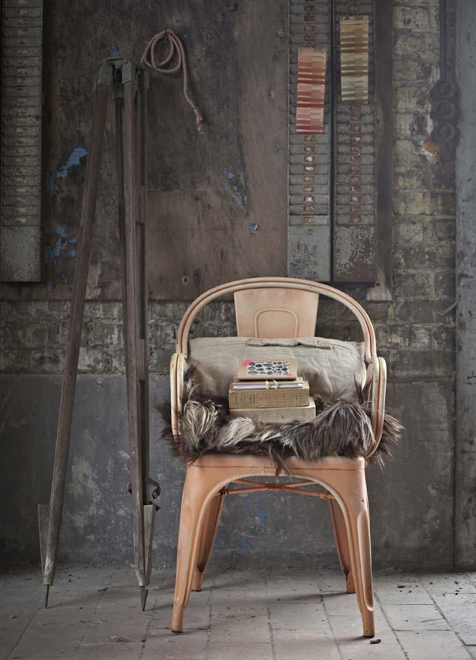 Objets design et industriels lampes d 39 atelier horloge de gare chaises - Achat mobilier industriel ...