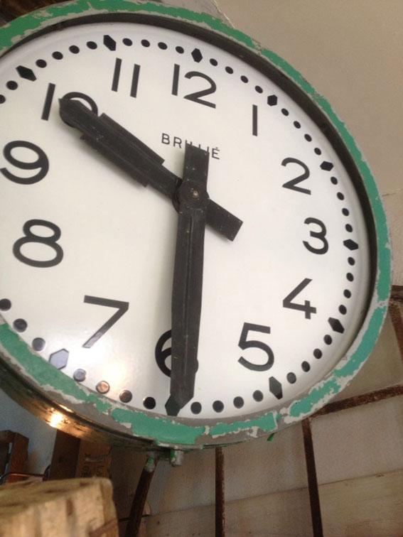 objets design et industriels lampes d 39 atelier horloge de gare chaises enseignes et projecteurs. Black Bedroom Furniture Sets. Home Design Ideas