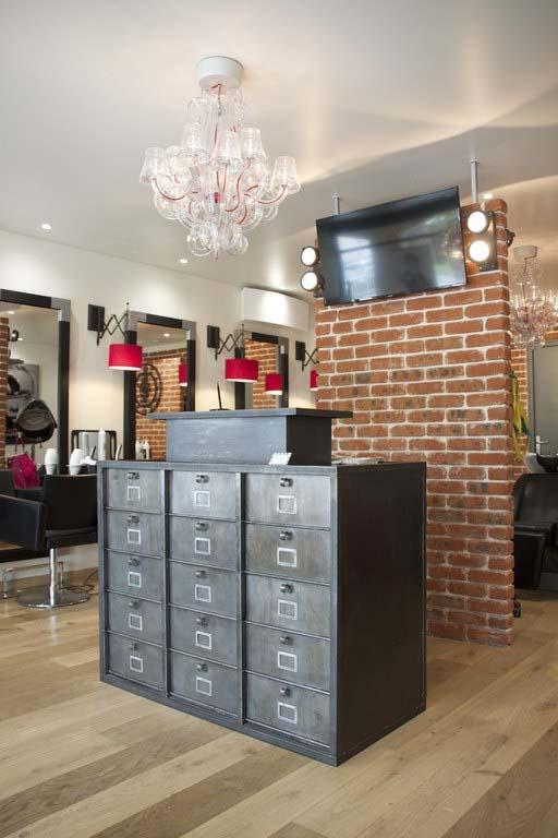Comptoirs agencement de magasin au style industriel - Comptoir salon de coiffure ...