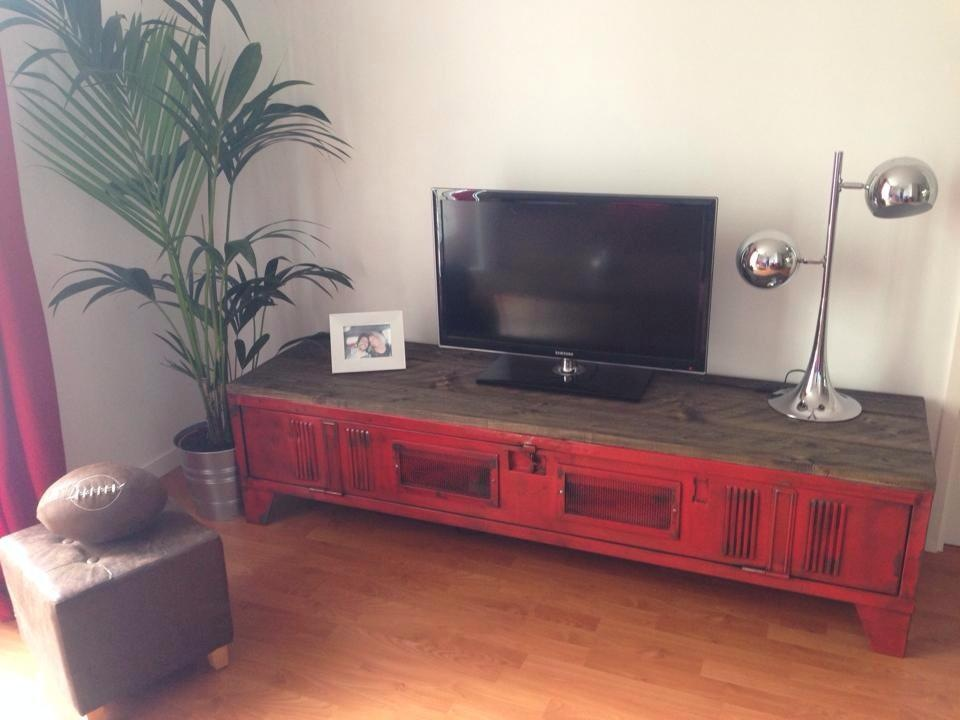 Faire son meuble tv dangle - Fabriquer meuble industriel ...