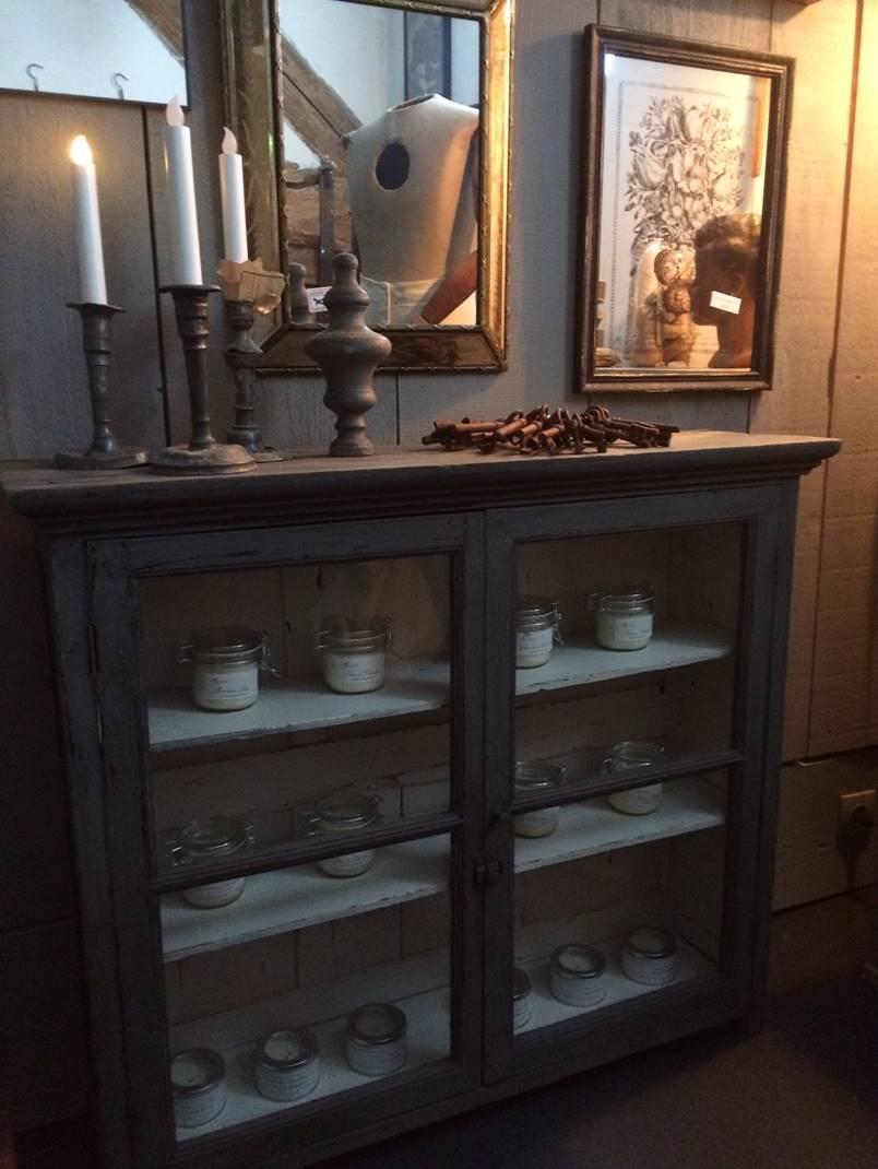 petite vitrine ancienne patin e gris dimensions 99 x 26 x 87 cm de haut 225 a voir. Black Bedroom Furniture Sets. Home Design Ideas