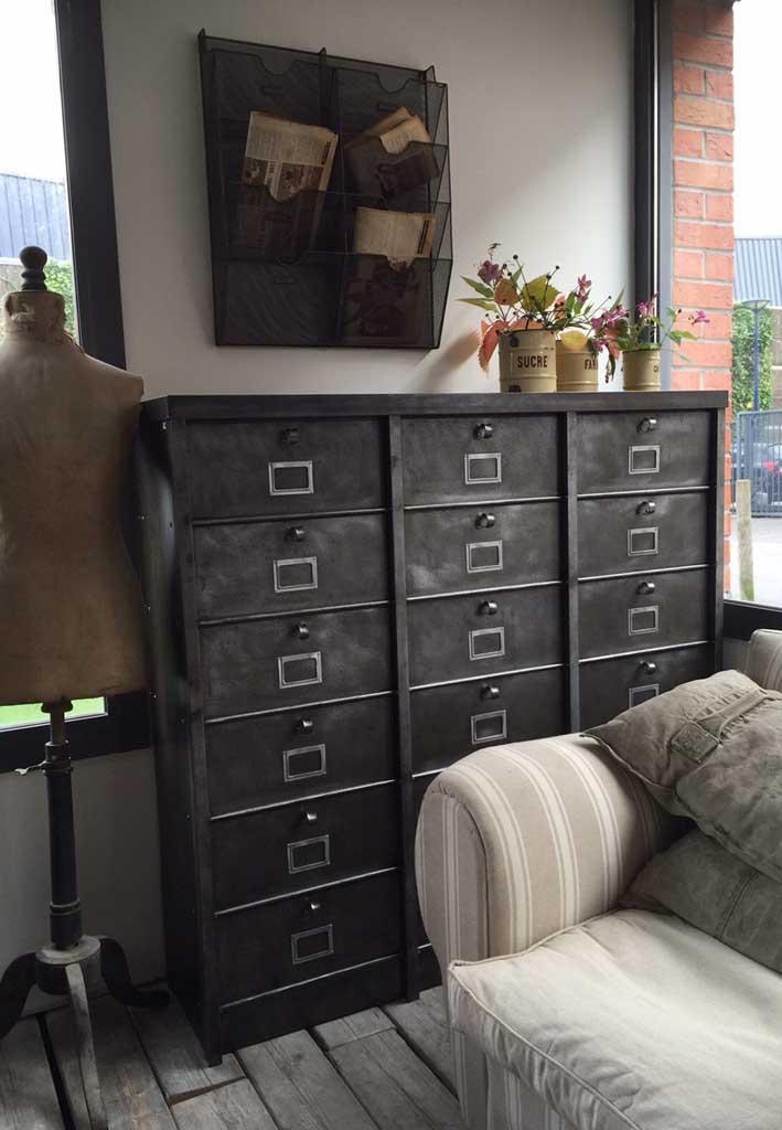 l or du temps meuble industriel great mobilier style industriel meubles tv bois et m tal l or. Black Bedroom Furniture Sets. Home Design Ideas