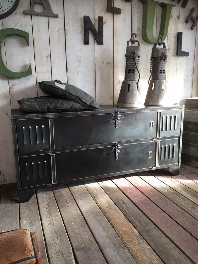 vestiaires industriels esprit industriel pinterest. Black Bedroom Furniture Sets. Home Design Ideas