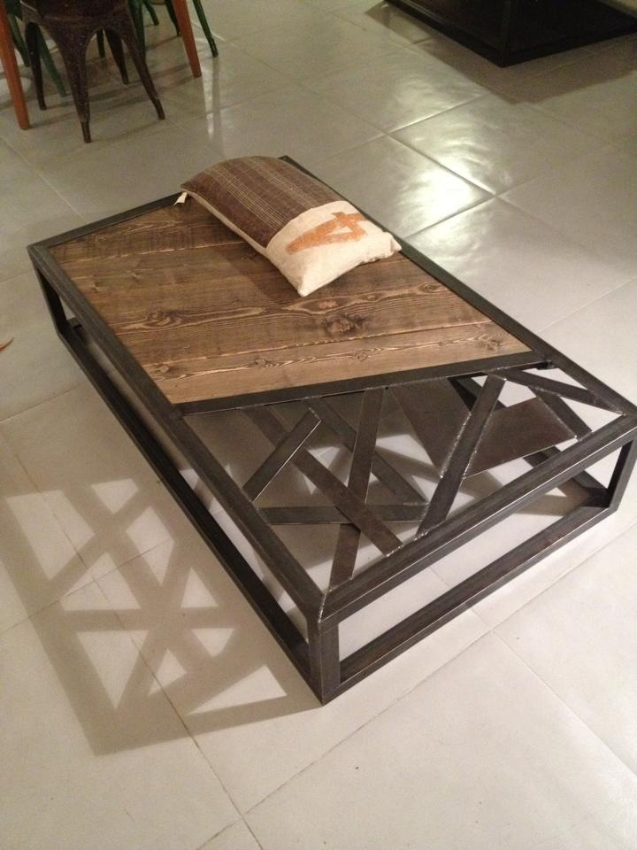Table basse metal industriel maison design for L or du temps meuble industriel