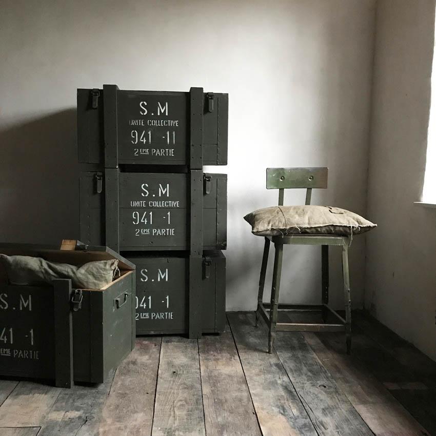 tables basses mobilier industriel l 39 or du temps. Black Bedroom Furniture Sets. Home Design Ideas